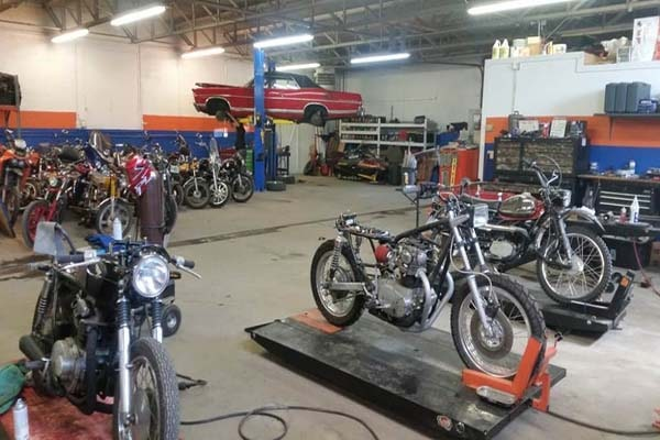 Cara memulai bisnis bengkel motor dan mobil  - Perhitungkan Kompetitor
