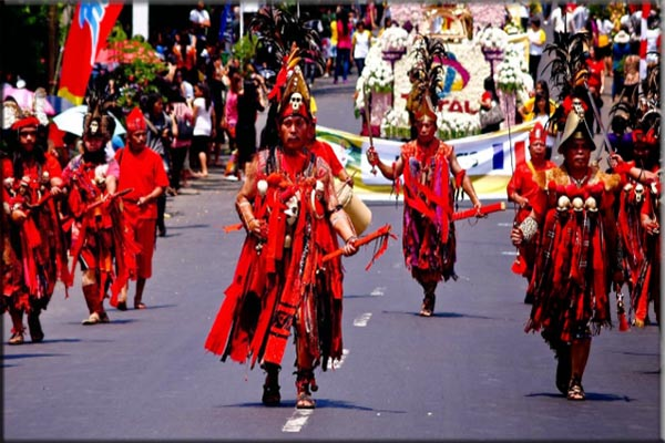 Suku Minahasa yang terdapat Sulawesi Utara