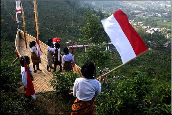 Pengertian Nasionalisme : Tujuan, Karakteristik dan Bentuk