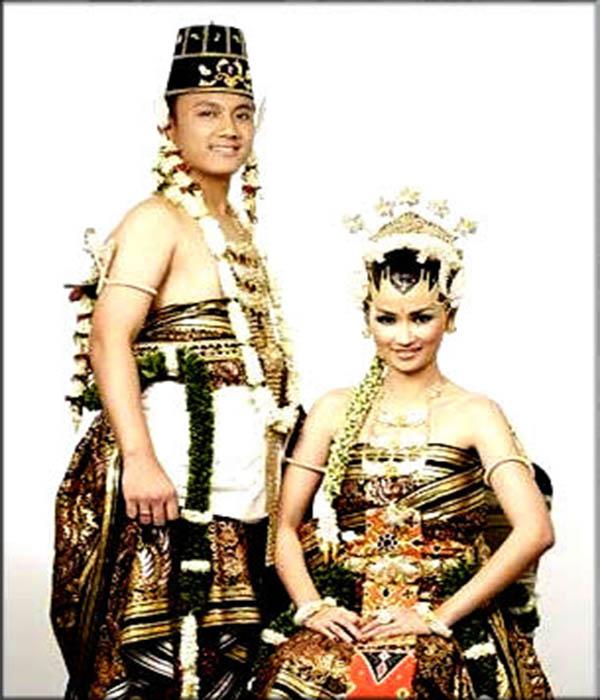 Pakaian tradisional Kesatrian tradisional dari provinsi D.I. Yogyakarta