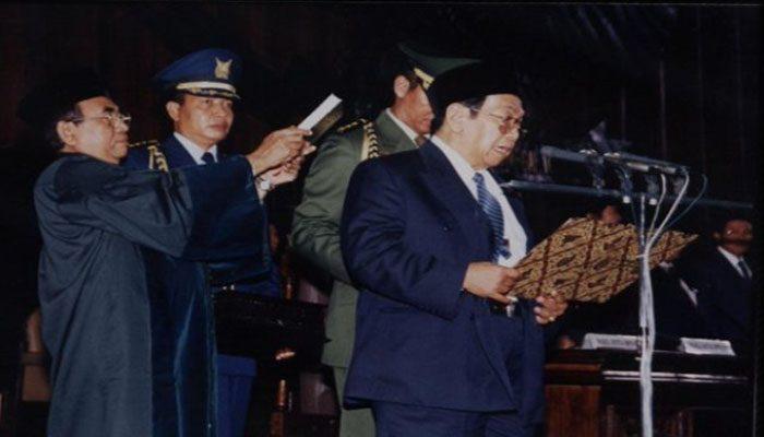 Abdurrahman-Wahid Di Lantik Jadi Presiden