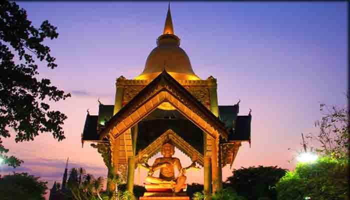 Patung Budha Empat Wajah