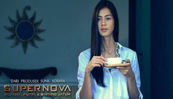 Supernova: Ksatria, Putri, dan Bintang Jatuh ( 2014 )