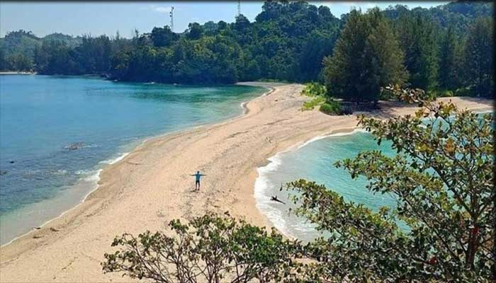 Pantai Lhok Geulumpang