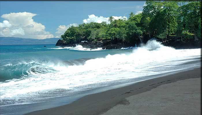 Pantai Sirombu