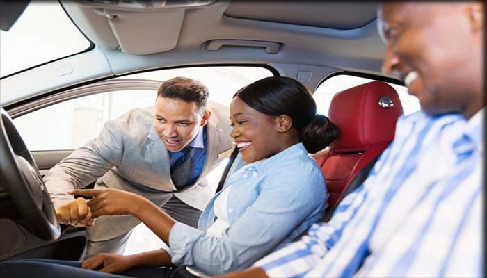 Cek Kondisi Dalam Mobil Bekas