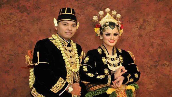 pakaian adat pernikahan Indonesia