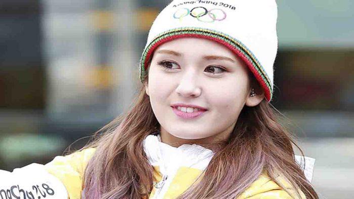 Tentang Model Mos Somi